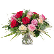 Round bouquet of roses in pink, red and white tones